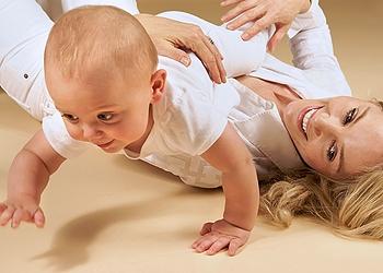 Как научить ребенка ползать упражнения