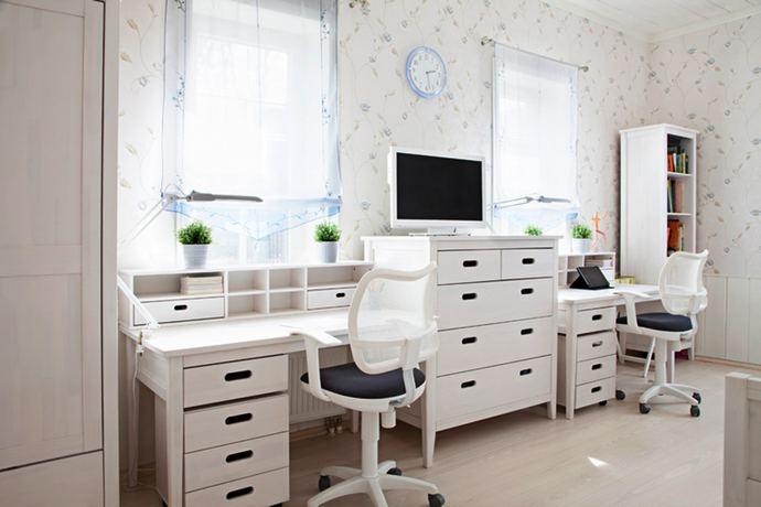 рабочее место в детской комнате для двух мальчиков