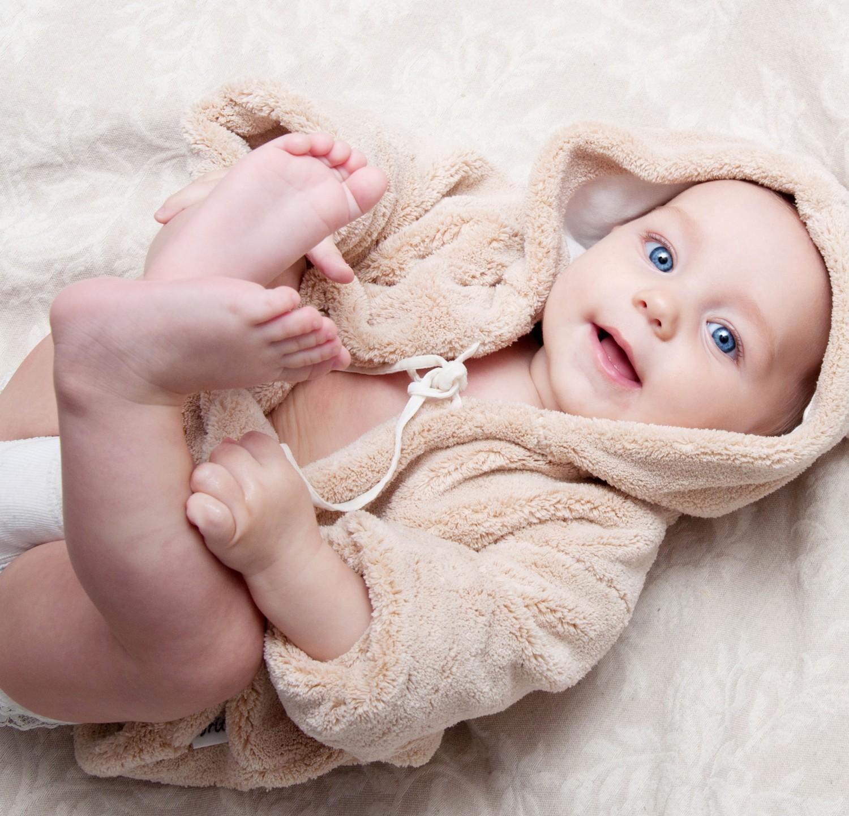 Как правильно подмывать новорожденную