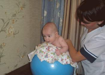 Гимнастика для ребенка 3 месяцев: правила и комплекс из 14 упражнений, включая фитбол