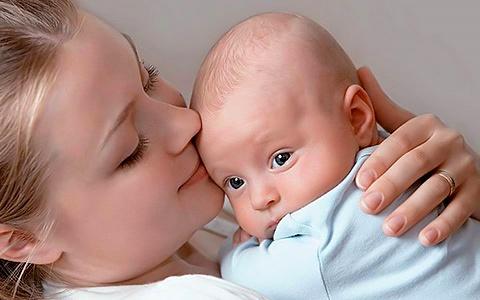 Почему новорожденный ребенок срыгивает