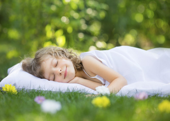 как помочь ребенку при кашле ночью