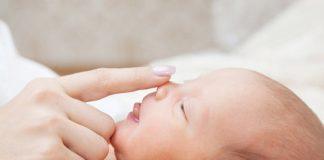 можно ли промывать нос грудничку физраствором