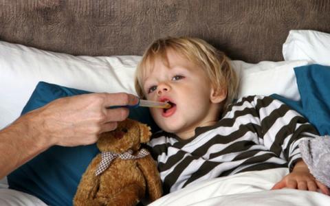 Лающий кашель у ребенка: причины, первая помощь, лечение