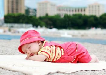 новорожденный плохо спит ночью