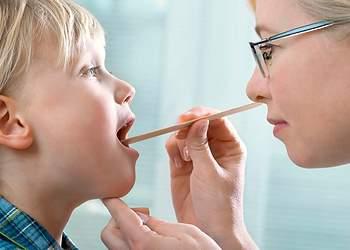 Кашель, горло болит – у ребенка трахеит: 8 симптомов и 6 причин заболевания. Лечение трахеита антибиотиками и народными средствами