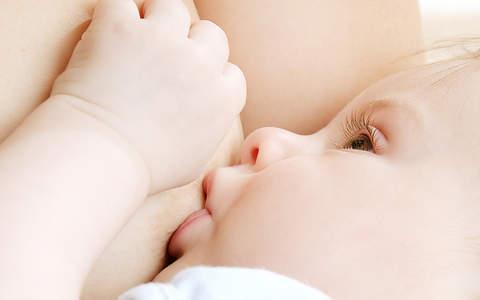 как правильно кормить новорожденного грудным молоком