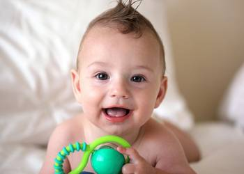 у ребенка текут слюни: прорезывание зубов