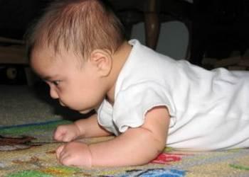 ребенок плохо держит голову в 3 месяца: причины