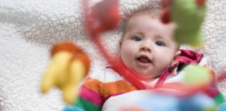 Когда начинают видеть и слышать новорожденные дети