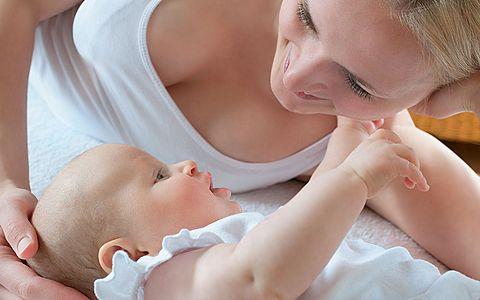 У новорожденного запор: что делать родителям, чтобы помочь своему малышу?